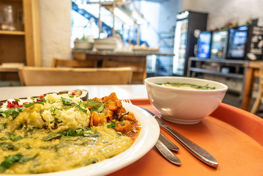 Tagesteller mit Suppe Naturkost St. Josef (c) STADTBEKANNT