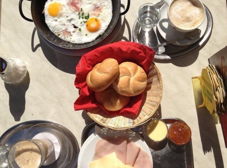 Cafe Raimann Frühstück Ham n Eggs (c) STADTBEKANNT Kovacec