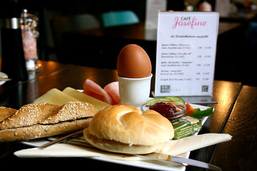 Café Josefine Frühstück mit Eii (c) STADTBEKANNT Nohl