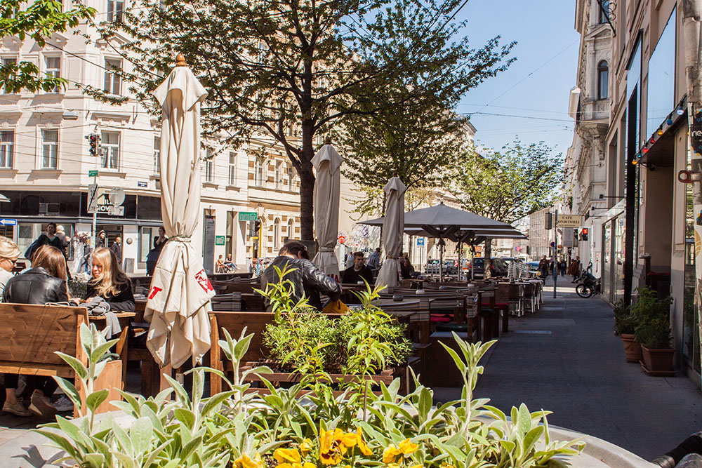 Café 7stern Schanigarten (c) STADTBEKANNT