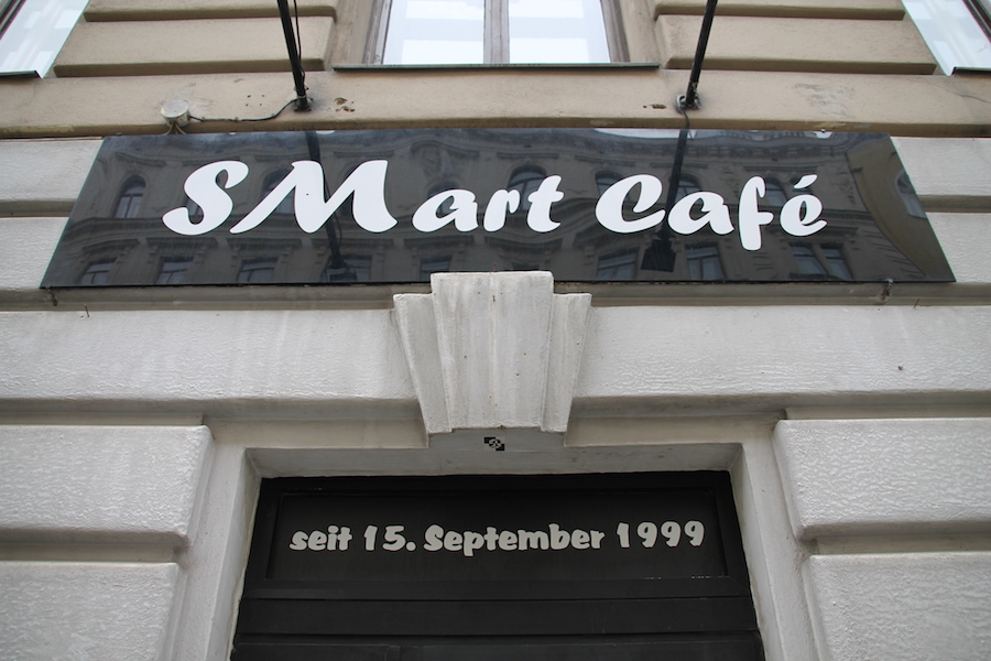 SMart Café Eingang (c) STADTBEKANNT Hofinger