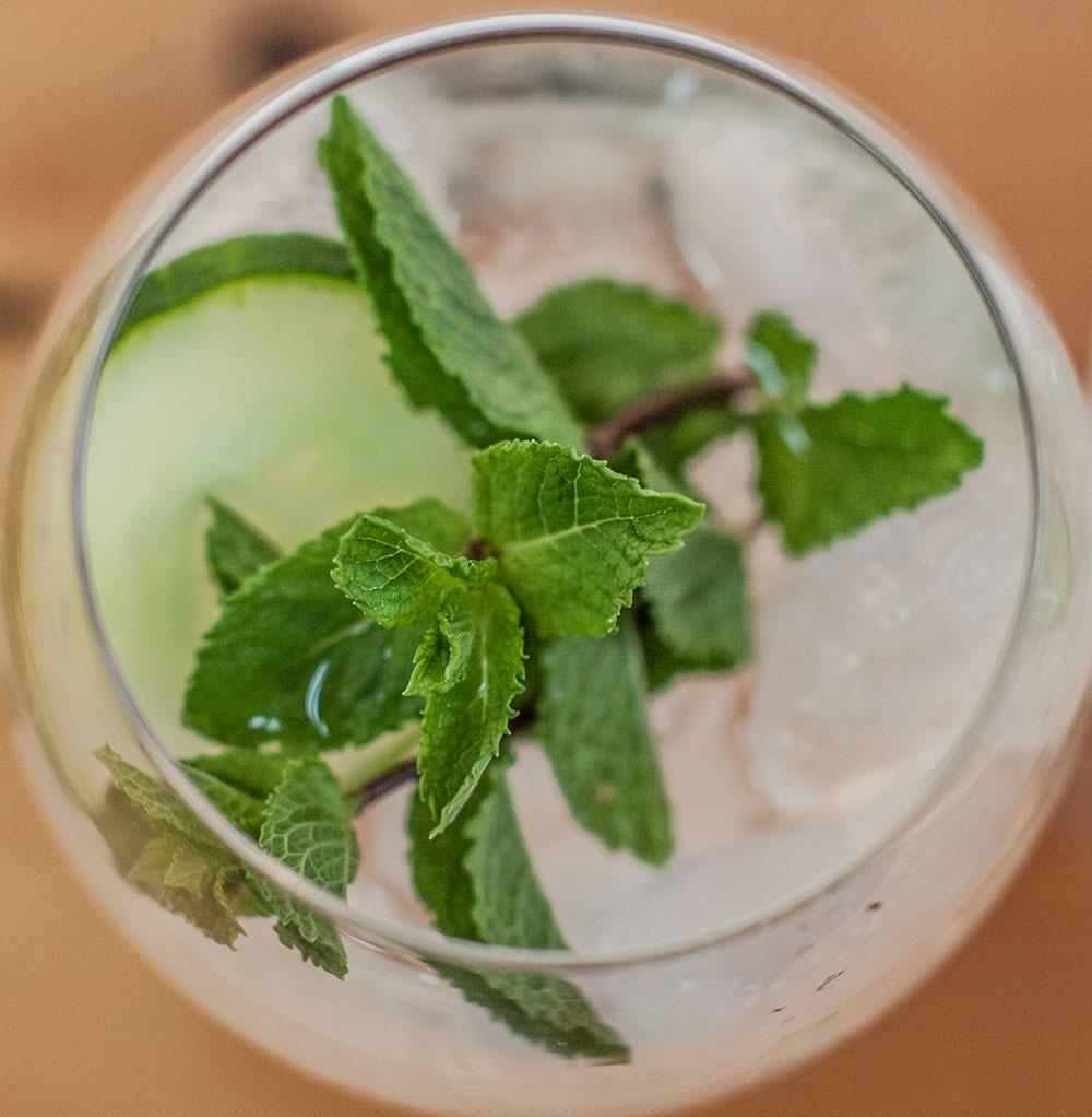 Gin Cocktails Gurke Minze (c) STADTBEKANNT