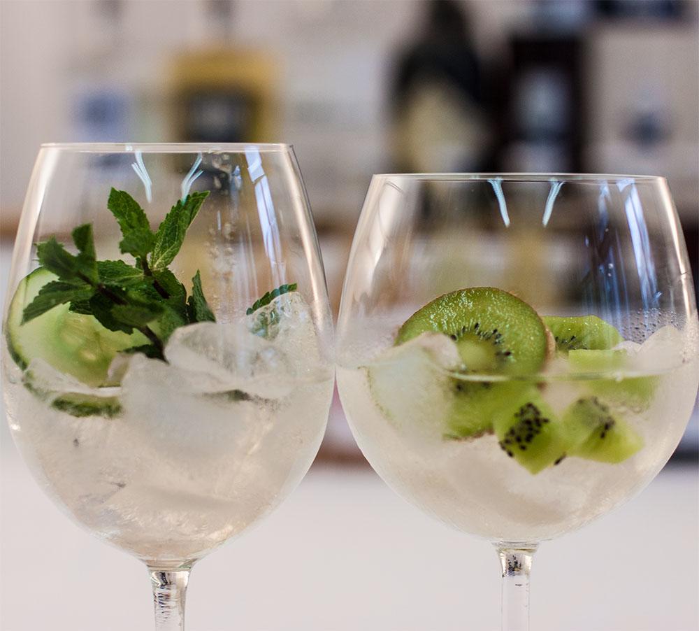 Gin Cocktails Kiwi Gurke Minze (c) STADTBEKANNT