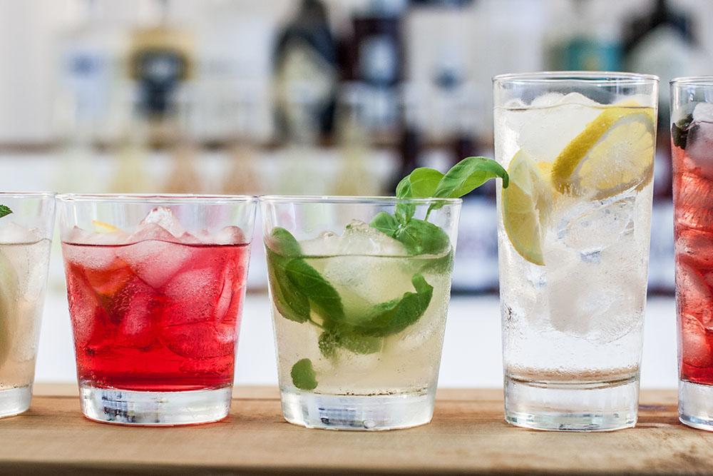 Gin Cocktails Negroni Basilikum (c) STADTBEKANNT