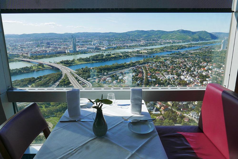 Donauturm - Turm Restaurant (c) STADTBEKANNT Wetter-Nohl