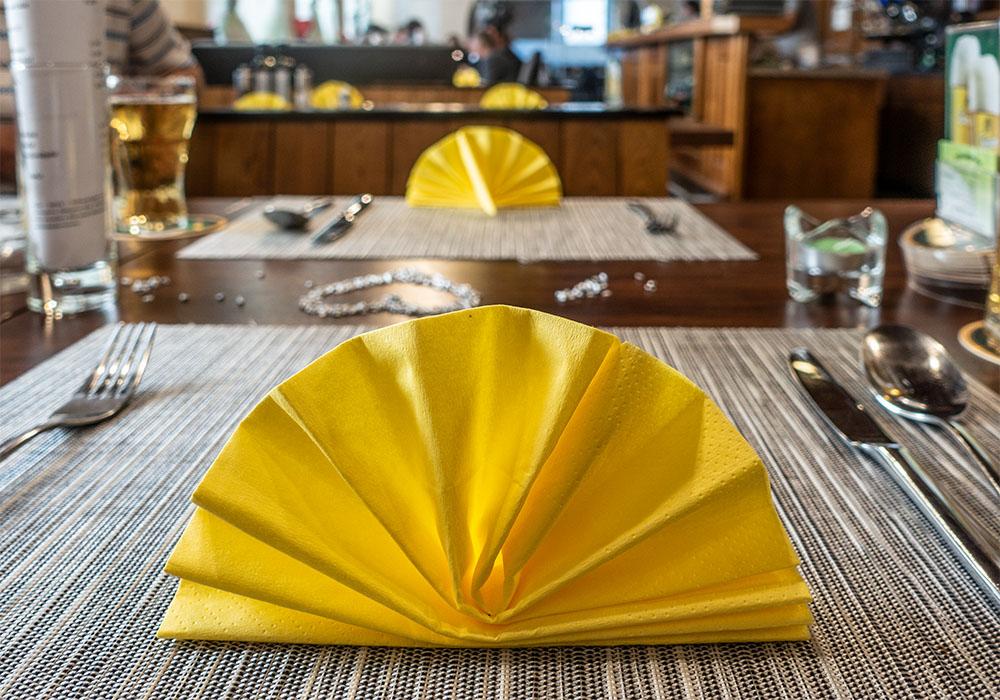 Gasthaus Schwaigerwirt Tischdekoration (c) STADTBEKANNT